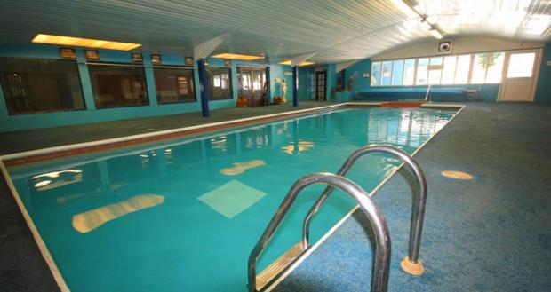 Swimming pool and gym at snowlands holiday park par - Hotels with swimming pools cornwall ...